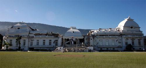 Les 3 étages du Palais Présidentiel à Port au Prince, après le tremblement de terre